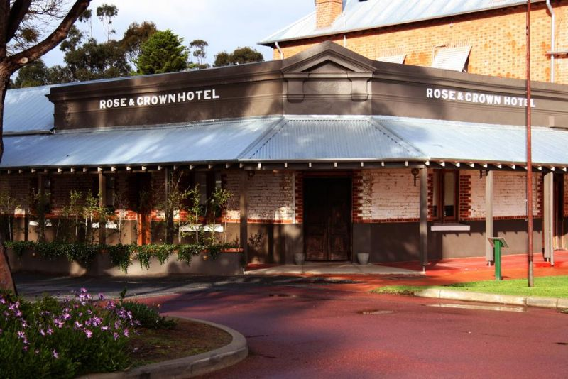 Rose And Crown Hotel - Accommodation Australia