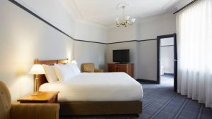 Brassey Hotel - Accommodation Australia