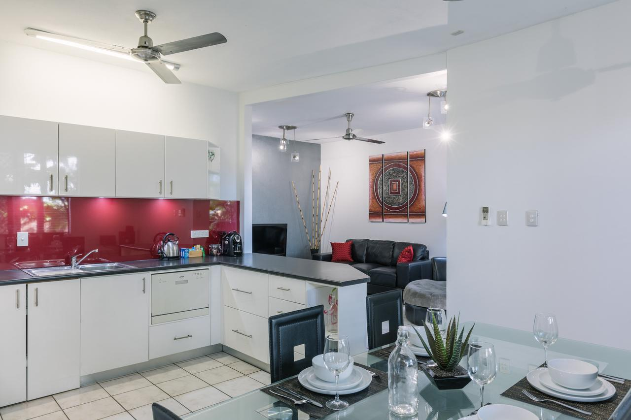 CitySide Apartment - 2 Bedroom with Private Courtyard